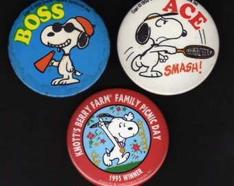 Peanuts SNOOPY. Group of 3 vintage pinback button , badge, pin