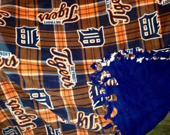 Love sports.... Stay warm with this Detroit Tigers blanket