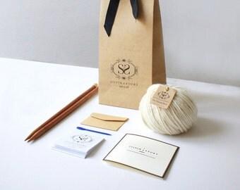 Apprendre à tricoter - kit Luca Pom chapeau tricot facile +