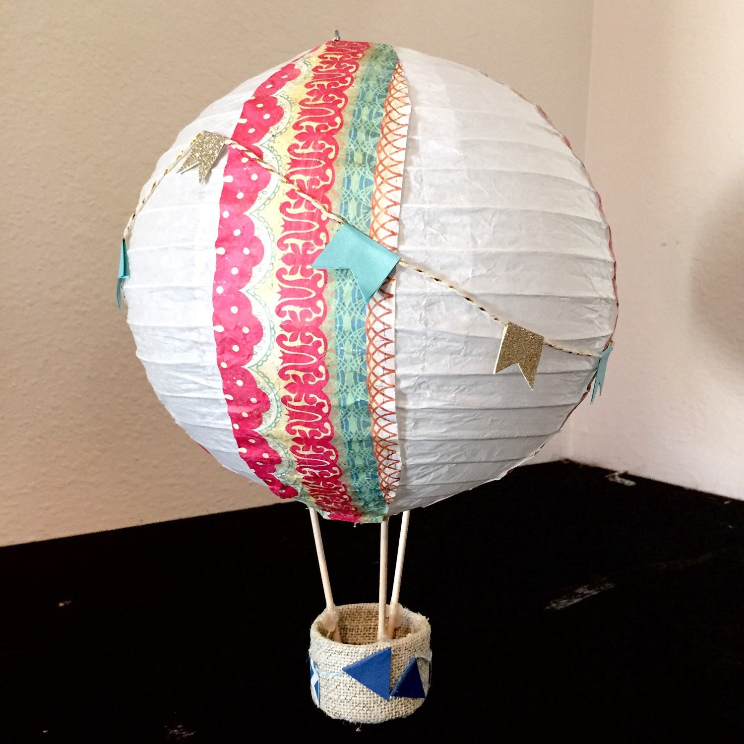 Hot air balloon centerpiece decoration baby shower by for Air balloon decoration