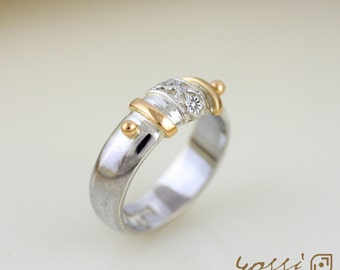 18 ct. Yellow Gold and Sterling Silver Ornamental Wedding Ring