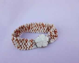 Bracelet with flower bracket