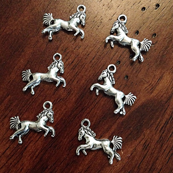 Bulk 25 horse charms antique silver charms silver horse for Wholesale horseshoes for crafts