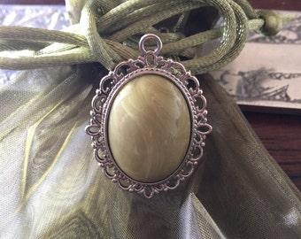 Cabochon moss green silver pendant