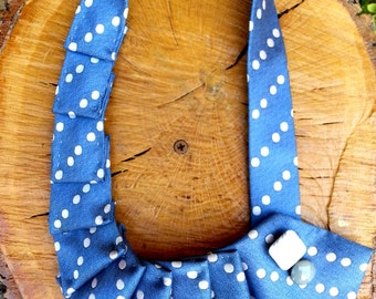 Necklace with pois tie