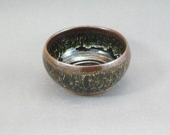 Pottery Bowl Waxy White & Tenmoku Glaze SWT06