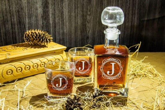 Christmas gift for men Personalized Glass Whiskey decanter (17 oz.) Set & 2 glasses Scotch Engraved decanter Gift for Wedding gift Groomsmen