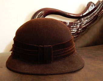 40s 50s wool hat in pure wool made in Itally with velvet Ribbon Cloche Hat