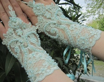 Glue lace glove / lace wedding glove, bridal gloves, fingerless gloves, bridal accessory