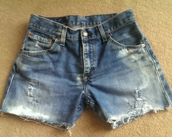Levi distressed shorts 507 27W