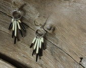 Porcupine quills earrings // Small and simple // Real porcupine quills // Animal inspired //No animal threatened // Black and beige natural