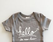 Hello I'm New Here - gender neutral baby gift (0-3 mo - grey)