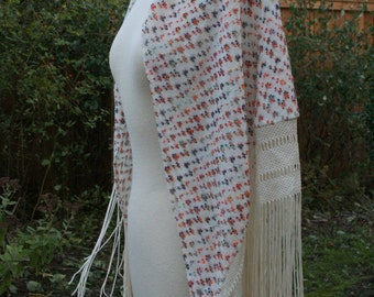 SALE Lovely vintage 1970s knitted floral shawl