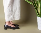 SALVATORE FERRAGAMO black pumps / crocodile imprint pumps / vtg leather simple heels / 8 / 466s