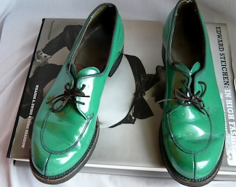 Vintage Green Oxford Shoes Size  7 aa Womens Eu 37 .5 UK 4 .5  Dated 1979 GENESCO  Granny Brogans Grunge Narrow Width INDUSTRIAL