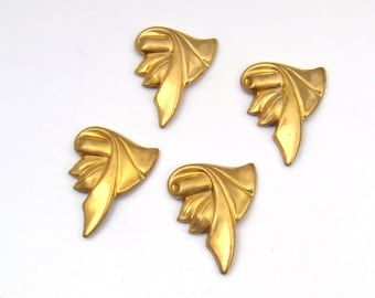 Vintage brass stampings, small scroll scrolling elegant detail 21mm 4pcs