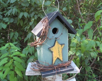 Primitive Green and Black Yellow Wooden Star Grapevine Birdhouse