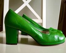 Vintage Shoes Women's Pumps Kelly Green Dress shoes Heels 1960's Chunky Heel