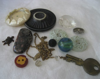 Lot of VINTAGE Assemblage Scrap As Is BUTTONS & Things