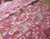 RÉSERVÉ pour Magdalena Vintage des années 60 chat rose Scrap imprimé aztèque tissu ou jupe Upcycle