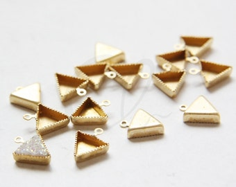 20pcs Raw Brass Triangle Cabochons Setting - 8mm (3061C-M-120)