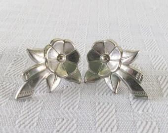 1940s Vintage Silver Plated Flower Earrings Screw Back Style