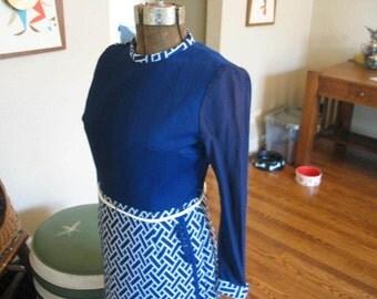 Retro-Vintage 1960s Lorac original Long-sleeved blue and white wrap skirt dress