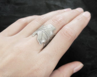 Druid's Treasure - Silver Oak Leaf Ring, Adjustable Ring, Nature Jewelry, Boho Jewelry, Oak Leaf Jewelry, Bohemian Jewelry, Leaf Band Ring