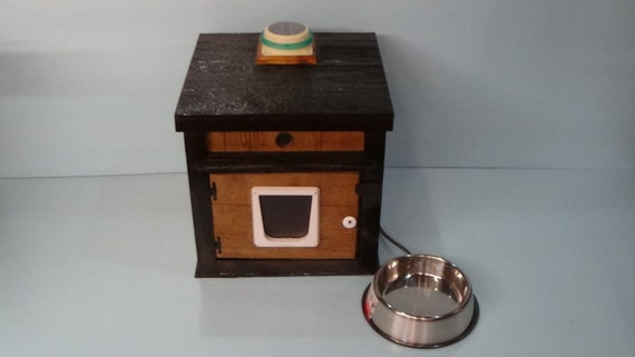 LOADED outdoor CAT HOUSE, bed, shelter,condo