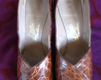 Spectacular Del-Mar NY Brown Leather Pin Up Pumps Size 7.5 8 B
