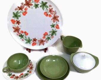 Melmac Dinnerware Set - 32 Pieces - Oneida Melamine - Strawberry