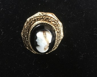 Vintage Oper Victorian Revival Cameo Ring