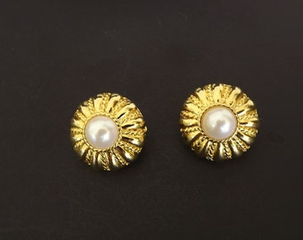 Vintage Clip Earrings with Faux Pearl, Dressy Earrings, Dressy Jewelry, Costume Jewelry, Jewelry Accessories, Ladies Fashion Jewelry