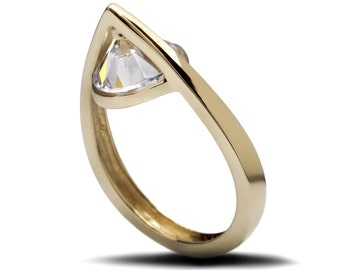 A Drop of Tear Ring (Gold Version)