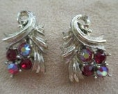 Vintage costume jewelry  / red rhinestone clip on earrings