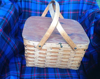 Vintage Domino Brand Pie Basket with Shelf