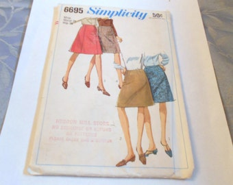 Womens  Vintage 1960S  Simplicity Skirt Pattern Siz  Waist 28 Hip 38 style 6695 Uncut Mod Mad Men Chic