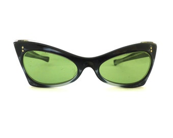 Vintage 1950s Cat Eye Sunglasses // 50's Pearlized Silver Sunglasses with Green Lenses