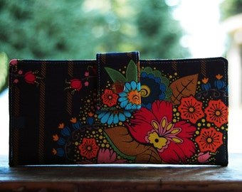 Wallet clutch for women floral on navy