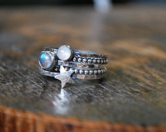 Bague 5 anneaux empilables pierre de lune, labradorite et étoile en argent