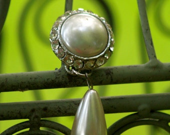 6 Clearance...Dangly Pearl and Diamond Pin