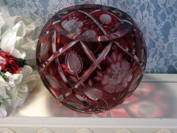 Vintage Hand Cut Ruby To Crystal Glass Round Floral And Leaf