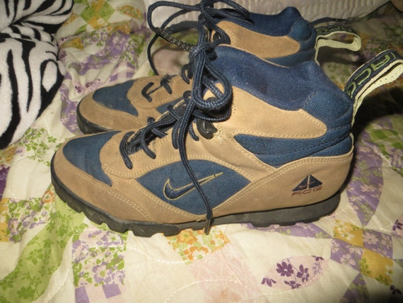 bd5857a7d0a4 vintage nike acg boots tall girls Nike id studio ...