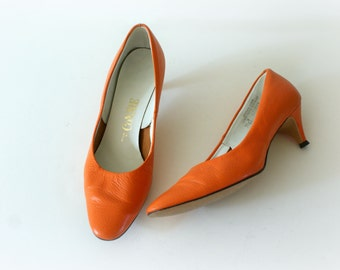 Vintage 1960s Pumps - 60s Orange Leather Kitten Heels - Size 7.5