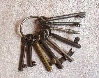 christmas in july - vintage keys - 9 old skeleton keys - vintage iron keys - (S-65g).
