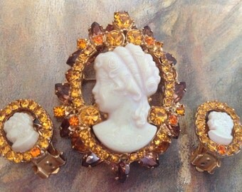 D&E Juliana Cameo Brooch Earrings Demi Paure Set – Book Piece 1960s