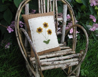 Golden Daisies Pillow Primitive Daisy pillow