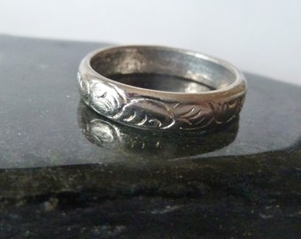 Silver Band, Vintage Narrow Etched Design, Vintage ring