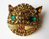 Vintage Gold Kitty Cat Jeweled Amber Rhinestone Emerald Green Eyes Figural Brooch Pin