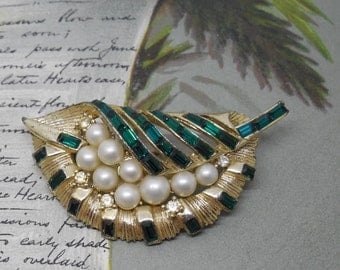 Gold Tone CORO Leaf Brooch w/ Green Rhinestones & Pearls